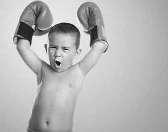 enfant-gant-de-boxe-osteopathie